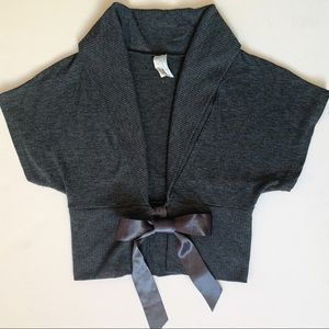 Cropped Knitted Vest with Ribbon